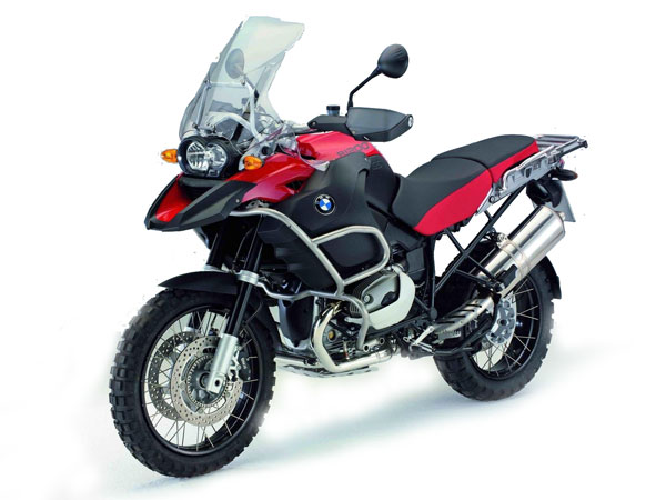 BMW-R-1200-GS-M.-Adventure-1The BMW R 1200 GS Adventure has 74 kW (100 PS), maximal 115 Nm and a dry weight of only 223 kg. Suitable for world cruise direct from the factory. For example the tank with 33-liters, longer range of springs, stable valve cover protection, strong motor-and tank-protection or the aluminium-baggage stystem. starke Motor- und Tankschutzbügel oder das Alu-Gepäck-System. Enjoy your dream of adventure - with the BMW R 1200 GS Adventure.